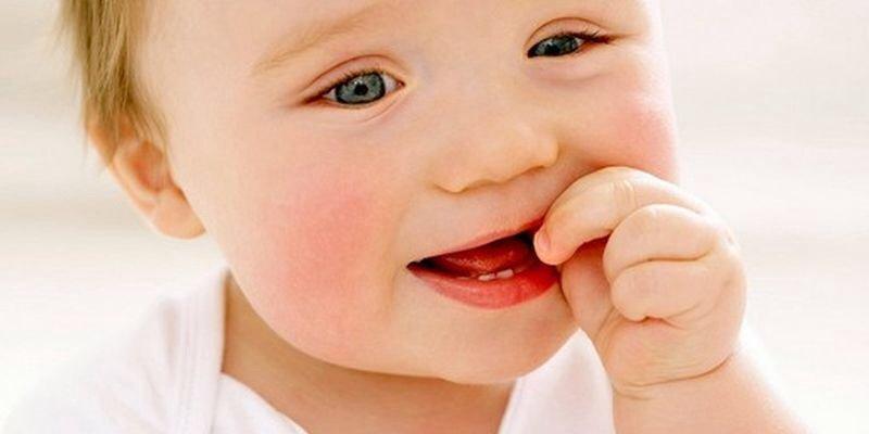 Болезненное прорезывание зубов